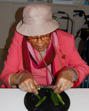 Residents Chop, Stir, Squeeze and Mash a Tasty Summer Treat